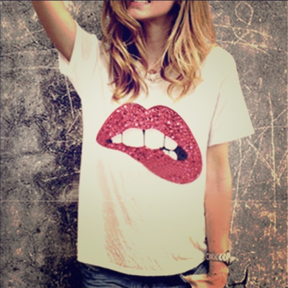 Tops - Saucy lips sequin shirt